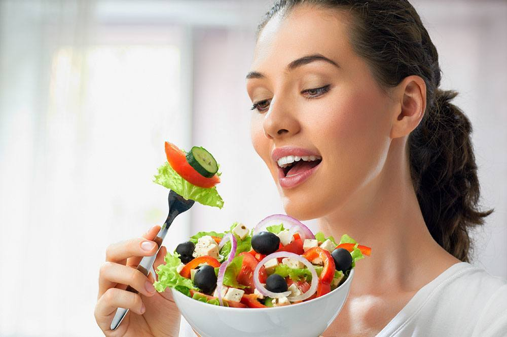 woman-eating-fresh-salad